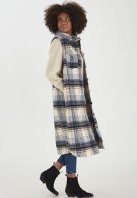 ICHI - Waistcoat - tapioca - 1