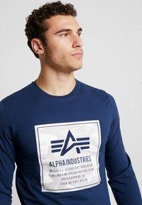 Alpha Industries - CAMO BLOCK  - T-shirt à manches longues - new navy - 3