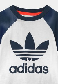 adidas Originals - SET UNISEX - Short - white/creblu - 3