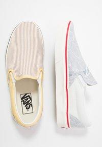 Vans - CLASSIC - Slip-ons - beige/yellow/white - 1