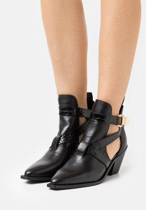 YASRICKA BOOTS - Cowboy/biker ankle boot - black