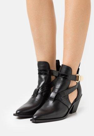 YASRICKA BOOTS - Kovbojské/motorkářské boty - black