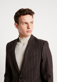Shelby & Sons - HYTHE SUIT - Traje - brown - 8