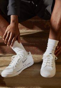 Nike Sportswear - GTS 97 - Sneakersy niskie - white/midnight navy - 2