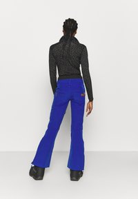 Roxy - RISING HIGH - Snow pants - mazarine blue - 2