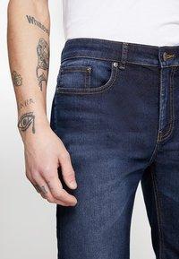 Zalando Essentials - Denim shorts - blue denim - 3