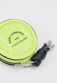 KARL LAGERFELD - RUE ST GUILLAUME TENNIS - Wallet - neon yellow - 3