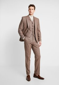 Shelby & Sons - CRANBROOK WAISTCOAT - Waistcoat - light brown - 1