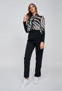 Yan Neo London - Button-down blouse - black - 1