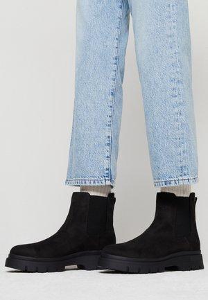 NEW MIRTE - Kotníkové boty na platformě - black