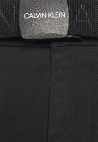 Calvin Klein - GARMENT DYE BELTED - Shorts - black - 3