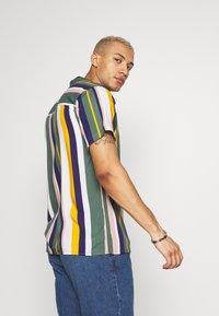 Redefined Rebel - Shirt - duck green - 2