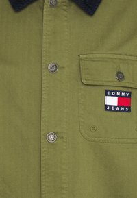 Tommy Jeans - BADGE WORKER JACKET - Giacca leggera - green - 2