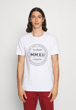 LOGO EMBLEM TEA - Print T-shirt - white