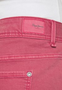 Pepe Jeans - SIOUXIE - Jeansshorts - dark chicle - 4