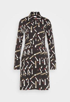 PLEATED SHIRT DRESS - Shirt dress - black/multi