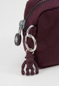 Kipling - GLEAM S - Trousse - dark plum