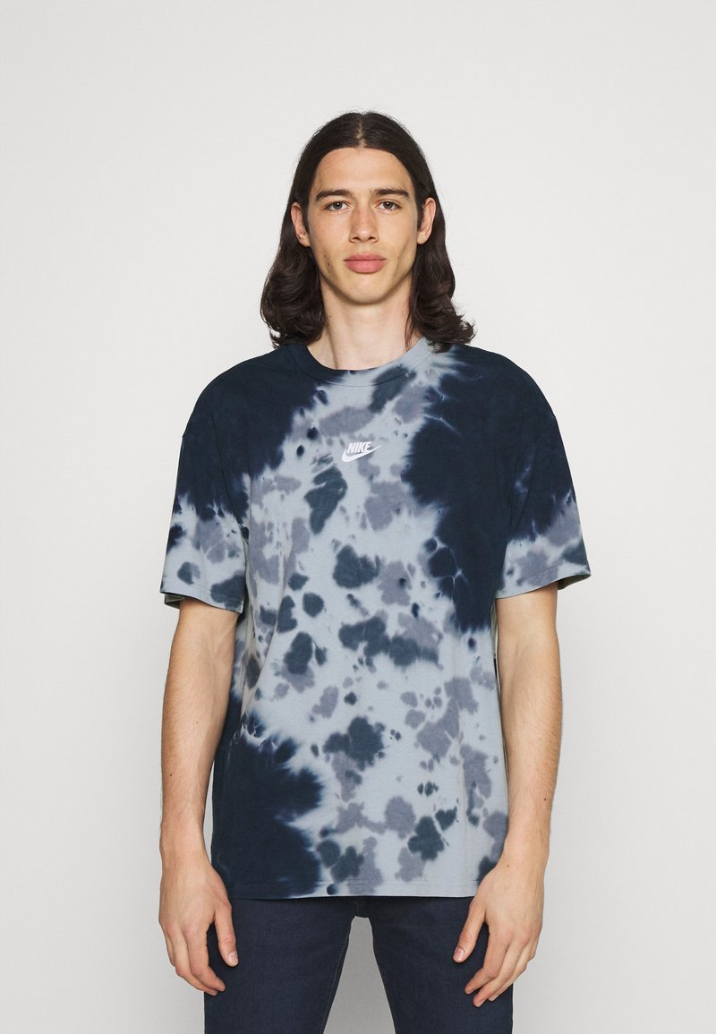 Nike Sportswear - TEE  - T-shirt med print - thunder blue/armory blue