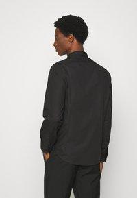 Brave Soul - TUDORD - Formální košile - black - 2