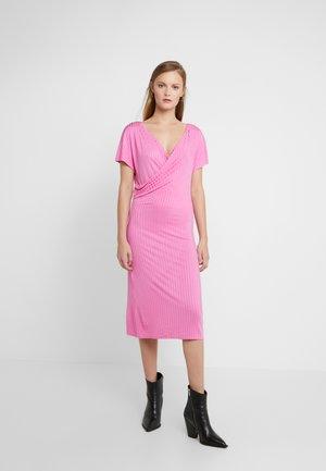 NAVIA - Gebreide jurk - vibrant pink