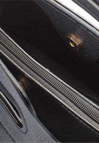 HALLHUBER - FLECHTOPTIK - Handbag - schwarz - 3