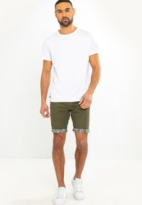Threadbare - SHORT REDCAR - Shorts - grün - 1