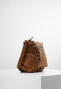 Tamaris - ULLA CROSSBODY BAG - Across body bag - brown - 3