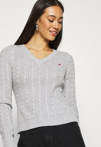 Hollister Co. - CABLE ICON VNECK - Trui - grey - 3