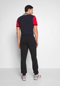 Napapijri - MERT - Pantalones deportivos - black - 2