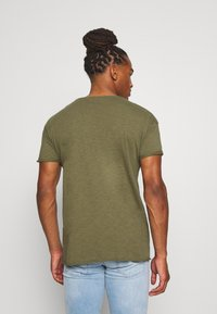 Nudie Jeans - ROGER - T-shirt basic - green - 2