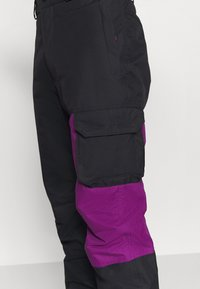 Columbia - HERO SNOWPANT - Snow pants - black/plum - 5