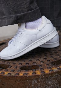 adidas Originals - STAN SMITH - Sneakers - footwear white/crystal white - 7