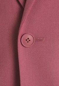 Isaac Dewhirst - Traje - pink - 10