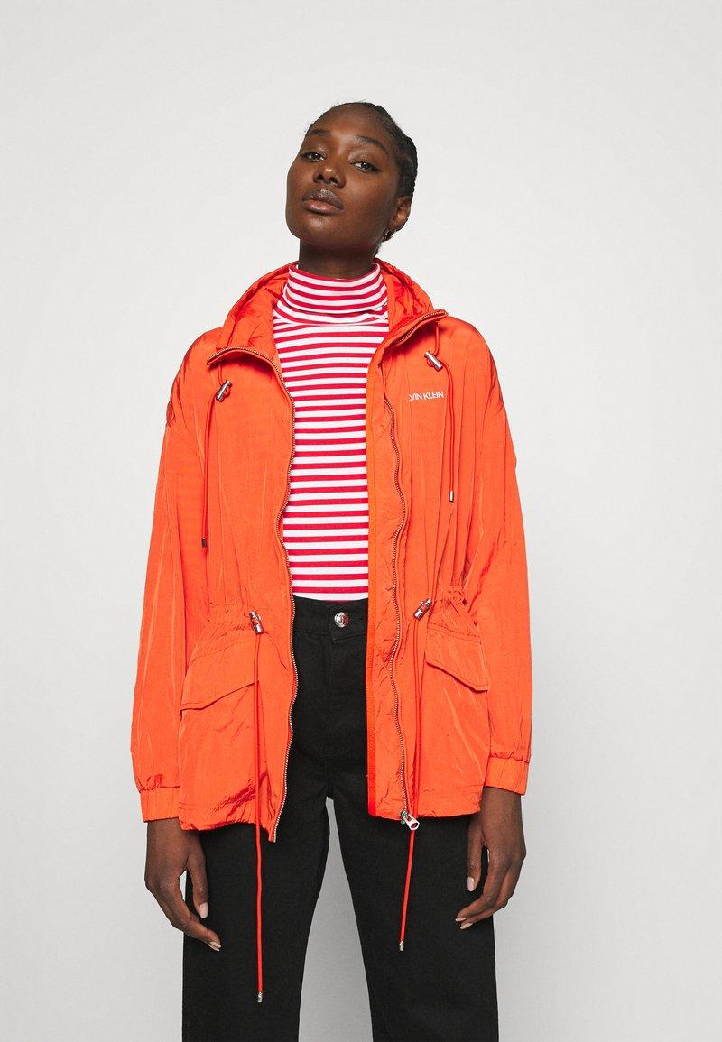 Calvin Klein - PACKABLE JACKET - Summer jacket - fiesta