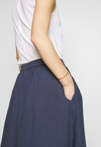 Marc O'Polo - SKIRT COLD DYE - Jupe trapèze - blue - 4