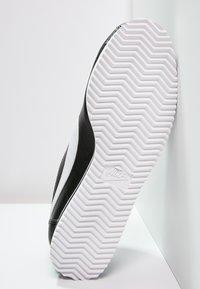 Nike Sportswear - CORTEZ - Sneaker low - black/white - 5