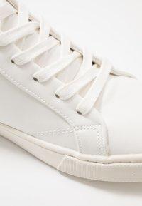 Topman - TEMPEST CHUKKA - Sneakers alte - white - 5