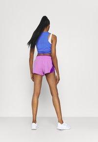Nike Performance - 10K SHORT - Korte sportsbukser - fuchsia glow/wild berry/wolf grey - 2