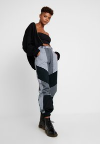 The Ragged Priest - PRESSURE PANT - Bukse - grey/multi - 2