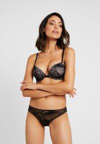 Calvin Klein Underwear - PETAL THONG - Thong - black - 1