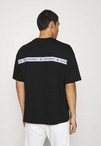 Calvin Klein Jeans - TEE UNISEX - T-shirt con stampa - black - 2