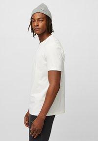 Marc O'Polo - Basic T-shirt - egg white - 4