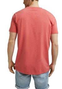 Esprit - SLIM FIT - Basic T-shirt - coral red - 6