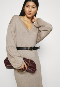 Zign - Strikket kjole - dark brown - 3
