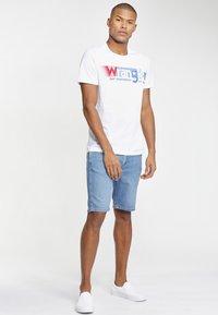 Wrangler - TEXAS FIT - Szorty jeansowe - blue - 1