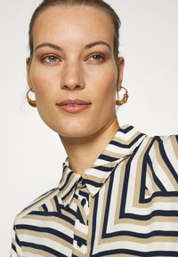 Moss Copenhagen - AVIANNA RAYE SHIRT DRESS - Denní šaty - beige/black - 4