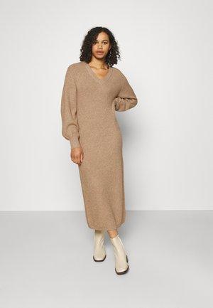 OBJMALENA DRESS - Robe pull - chipmunk melange