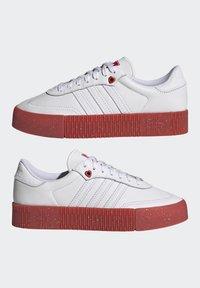 adidas Originals - SAMBAROSE - Joggesko - footwear white/scarlet/core black - 7