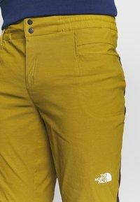 The North Face - MEN'S CLIMB PANT - Tygbyxor - fir green/black - 4