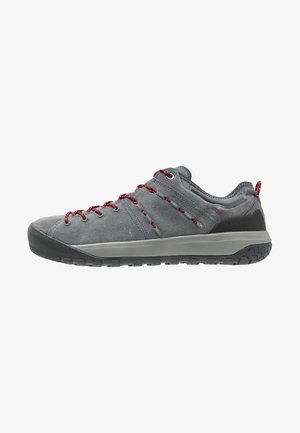 HUECO LOW GTX WOMEN - Climbing shoes - grey